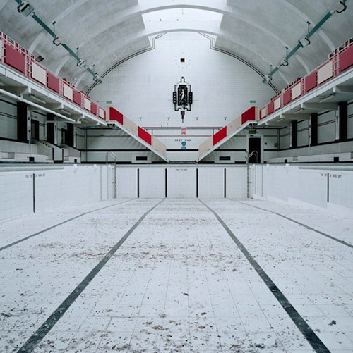 CHADDERTON BATHS OLDHAM, dimensions 220 ft x 80 ft, opened 1937 - closed 2007